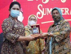 KetuaTP PKK Sijunjung Sumbar Dijamu Feby Deru Dengan Kuliner Khas Palembang