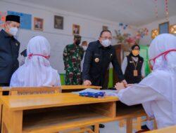 Bupati Dodi Reza Sambangi Pelaksanaan PTM Beberapa Sekolah di Muba